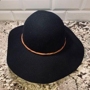 NWOT FLOPPY HAT